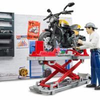 Bruder motorwerkplaats met motor en monteur